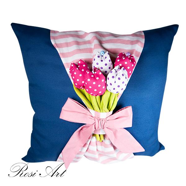 Декоративна възглавница букет от лалета