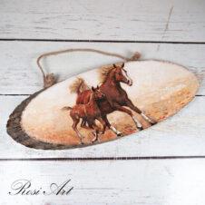 Декоративно пано коне