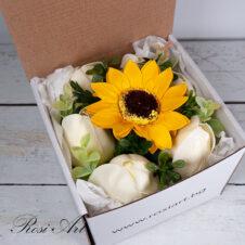 Букет от сапунени цветя в кутия