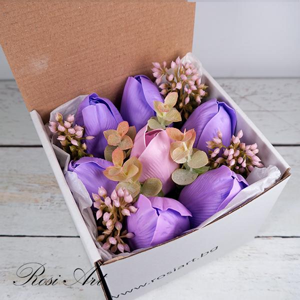 Букет от сапунени цветя лалета в кутия
