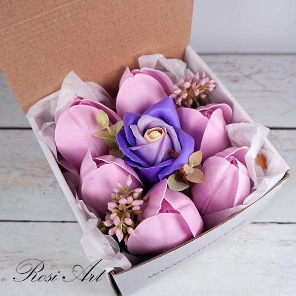 Букет от сапунени цветя лалета и роза в кутия
