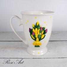 Чаша букет от жълти лалета