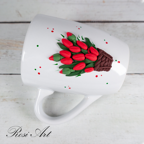 Чаша червени лалета