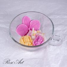 Свещ с орхидея и рози